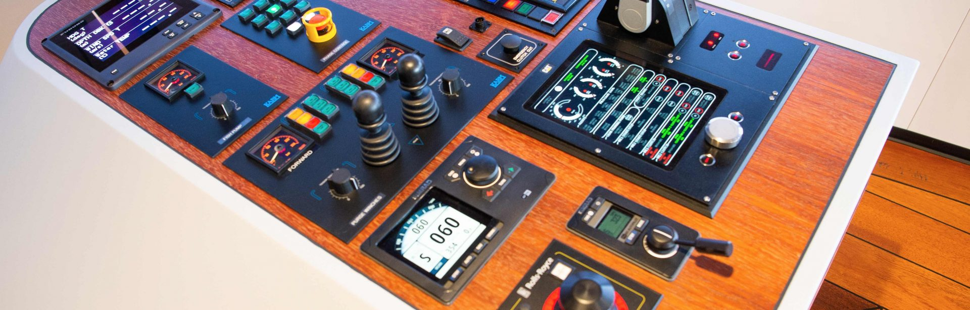 Elpro-Maritime-Consoles